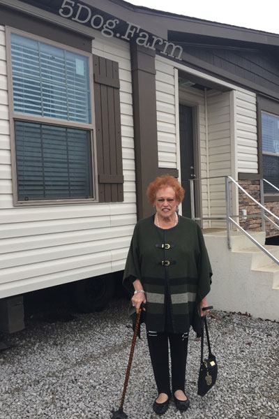 mom in front of new home